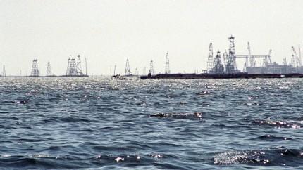 Baku-oil_site